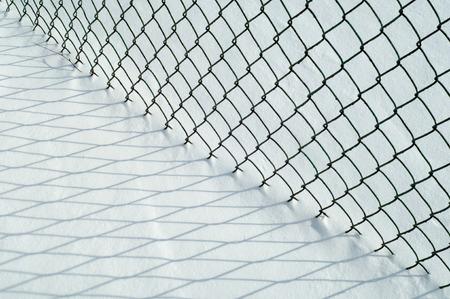 vapore acqueo: consistenza della neve. vapore acqueo atmosferico congelata in cristalli di ghiaccio e cade in fiocchi bianchi leggeri o steso a terra come uno strato bianco