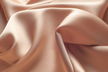 tela seda: tela de seda, el color Coral. tela de seda textura. Fondo de lujo tela de seda con olas y cortinas. Tel�n de fondo para el dise�o de lujo de la moda. tela de seda de color coral