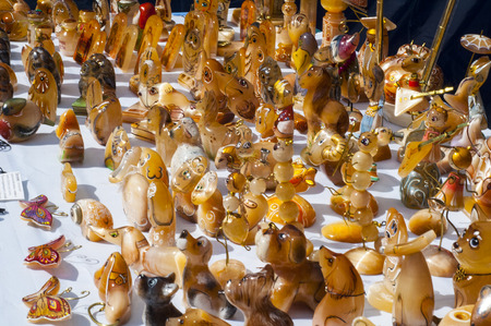 esoterik: Tigereye. Tigerauge ist eine mikrokristalline, goldbraun bis goldgelb gestreifte Varietät des Minerals Quarz. Stock Photo