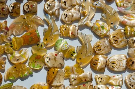Tigereye. Tigerauge ist eine mikrokristalline, goldbraun bis goldgelb gestreifte Varietät des Minerals Quarz. Stock Photo