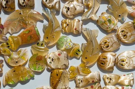 ist: Tigereye. Tigerauge ist eine mikrokristalline, goldbraun bis goldgelb gestreifte Varietät des Minerals Quarz. Stock Photo
