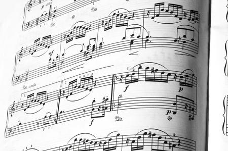 partition musique: La texture de la partition. Ombre r�flexion de l'enfant Banque d'images