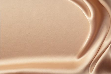 Zijden doek, de kleur Coral. textuur zijden doek. Luxe zijden doek achtergrond met golven en gordijnen. Achtergrond voor mode luxe design. koraal kleur zijde Stockfoto - 44639055