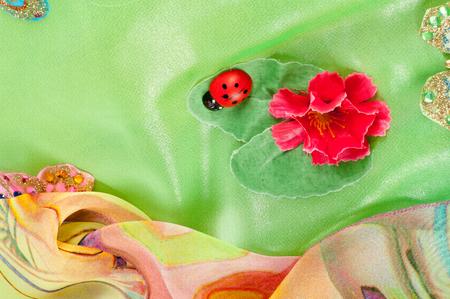 hintergrund gr�n gelb: Texture gewebe gr�n, gelb, rot. Ballkleid. Studio