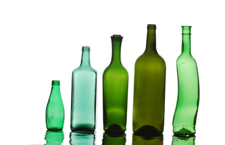 bottle, flask. a container, typically made of glass or plastic and with a narrow neck, used for storing drinks or other liquids. Banco de Imagens