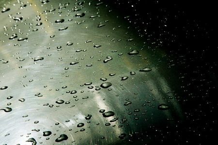 precipitación: Texture background. raindrops on paintwork. Precipitation in the form of water droplets.