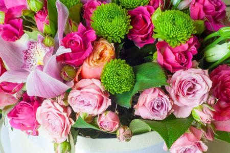 B Piękny bukiet kwiatów gotowy na wielką ceremonię ślubną. Zdjęcie Seryjne