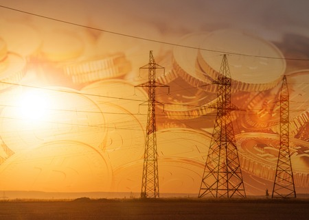 High-voltage hoogspanningsleiding. Energy pijlers. Bij zonsondergang, zonsopgang. hoge spanning Stockfoto - 81200029