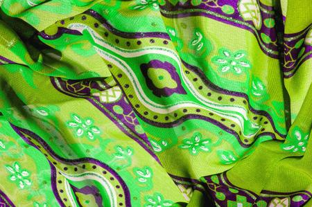 背景のテクスチャ パターンとグリーンのシルクの生地。写真を忘れて、このケリー グリーンとスリムを図面のサラダお見逃しなく、光、それが流れ 写真素材