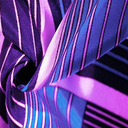 纹理,背景,与蓝色条纹的样式的丝绸织品。这种织物的设计专门用于白色兔子风格的拼凑而成,代表童话背心可能看起来像什么。