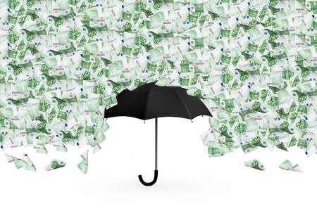 Cientos billetes de banco euro del dinero que vuelan y que llueven en el paraguas negro, aisladas sobre fondo blanco. Foto de archivo