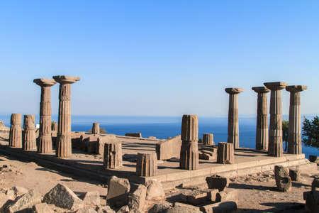 Verwoeste kolommen van Athena Tempel, Assos, Turkije. Stockfoto