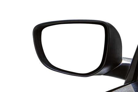 Close-up vooraanzicht van de achteruitkijkspiegel van een auto met lege kopie ruimte, geïsoleerd op een witte achtergrond.