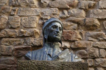 dante alighieri: Front view of sculpture monument of famous italian poet Dante Alighieri, in front of Dante House in Florence.