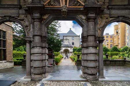 앤트워프, 벨기에 -2006 년 7 월 5 일 : 피터 폴 루벤스 하우스와 정원의 외관보기 루벤스는 플랑드르 바로크 화가로 그의 죽음까지이 건물에서 살았습니