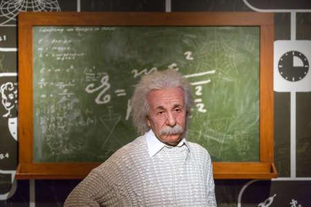 WENEN, OOSTENRIJK - SEPTEMBER 11, 2016: De gedetailleerde mening van het waxworkgezicht van beroemde Duitse fysicus Albert Einstein, wasbeeldhouwwerk in Madame Tussauds-museum in Wenen wordt tentoongesteld dat.