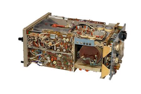 oscilloscope: Vecchio oscilloscopio in parti, isolato su uno sfondo bianco