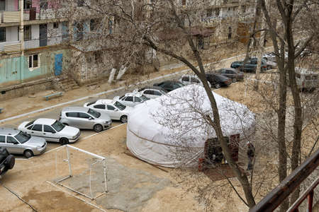 tent city: Yurt in the city on the site of the four-storey buildings. Locals put straight in the tent when the holiday,