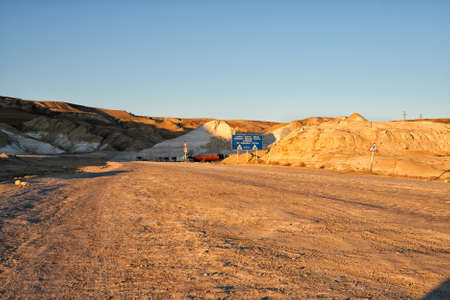 spiraglio: Grader Beyneu - Shetpe - Aktau. Ovest Chink Ustyurt Plateau.