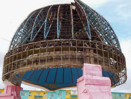 karkas: Monument Helm batyr in Zhanaozen (New Uzen). Reconstructie van het monument.