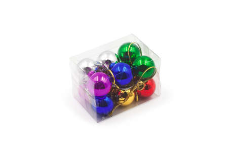 Transparent packing of multi-colored balls for a Christmas tree. Banque d'images - 128617669