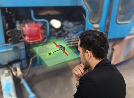 iot もの業界概念、エンジニア使用拡張現実を修正する方法については、トラックまたは工場で機械のエンジンのメンテナンスのインターネット 写真素材
