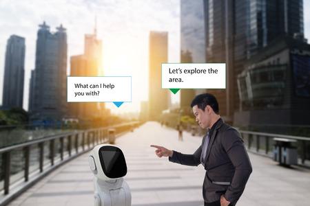 Conseiller robot, homme d'affaires parler avec un assistant robot de haute technologie (IA ou intelligence artificielle) comment l'aider pendant qu'il marche sur le chemin avec un beau paysage urbain avec la fausse lumière du soleil Banque d'images - 86162052