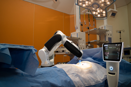 advanced robotic surgery machine at Hospital,some of major advantages of robotic surgery are precision, miniaturisation, smaller incisions, decreased blood loss, less pain, and quicker healing time Banco de Imagens