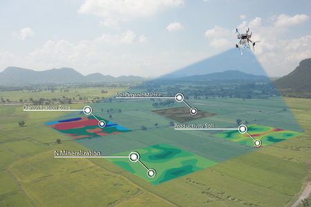 smart agriculture concept, farmer use infrared in drone with high definition soil mapping while planting,conduct deep soil scan during a tillage pass include organic, ec, om, Nitrogen,seed rate Stockfoto