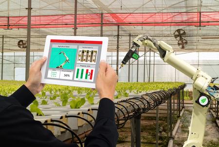 iot smart industry robot 4.0 landbouwconcept, industriële agronoom, boer met behulp van software Kunstmatige intelligentietechnologie in tablet om de conditie te bewaken en automatische robotica in de boerderij te controleren