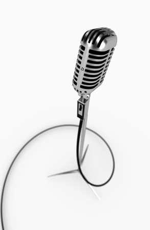 Microphone isolé métallique sur fond blanc