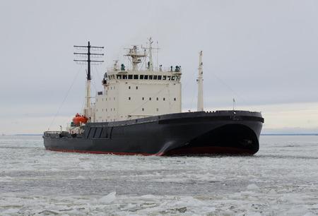 Icebreaker ship on the ice in the sea Foto de archivo