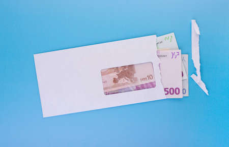 Open envelope with euro banknotes on blue 版權商用圖片