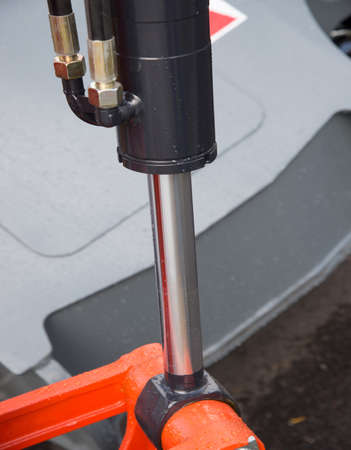 Hydraulic piston system for bulldozers