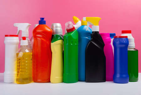 Various cleaning supplies, detergents and cleaning products on pink background. Standard-Bild