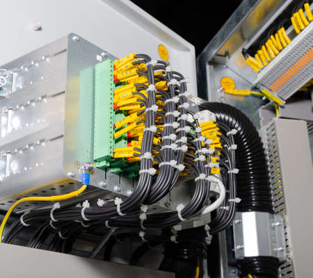 The wiring and machines in the electrical panel Standard-Bild