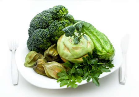 verduras verdes: plato con verduras verdes