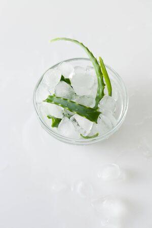 Aloe vera and ice in a bowl on white Zdjęcie Seryjne