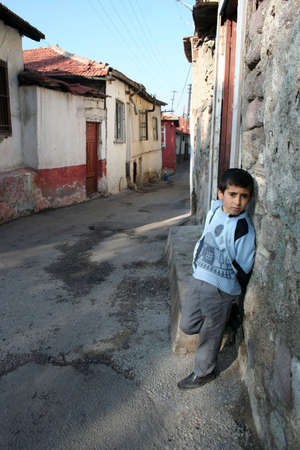 A child standing in front of his house Archivio Fotografico