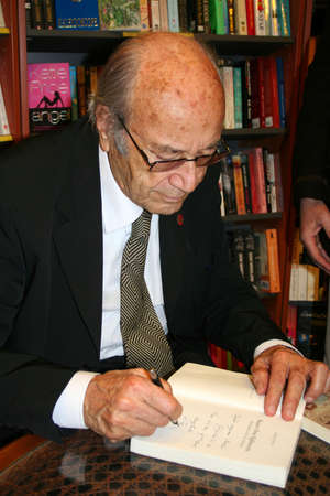 hifzi topuz, famous turkish writer