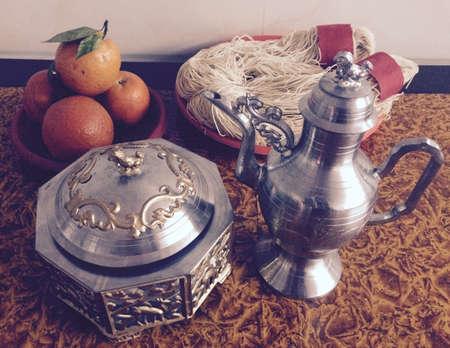 wedding customs: Wedding wine bottle, Longevity noodles & mandarin oranges