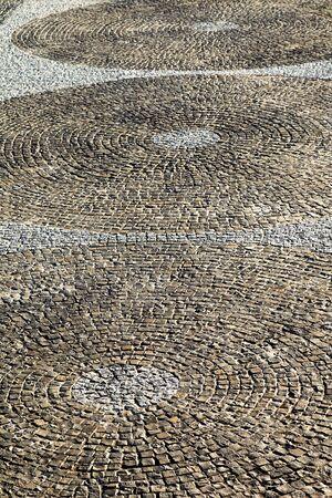 empedrado: Carretera urbana est� pavimentado con bloques de piedra, calzada de adoquines