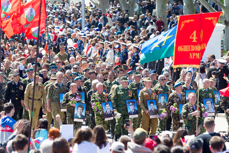 militiaman: SEVASTOPOL, CRIMEA - MAY 9, 2015: Veterans at the parade in honor of the 70th anniversary of Victory Day on 9 May 2015, Sevastopol