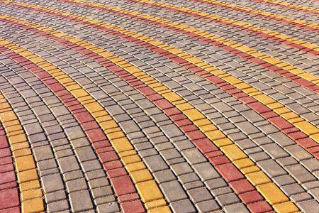 empedrado: Carretera urbana está pavimentado con bloques de piedra, calzada de adoquines. Enfoque suave Foto de archivo