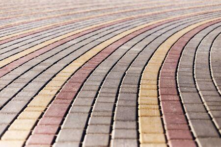 empedrado: Urban road is paved with blocks of stone, cobblestone walkway. Soft Focus Foto de archivo