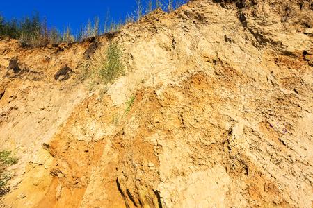 collapse: El colapso del suelo arenoso húmedo en la costa Foto de archivo