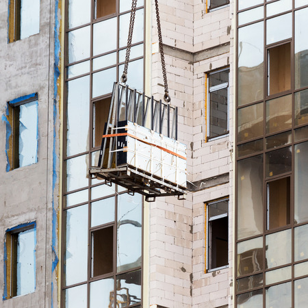 double glazing: glazed windows double-glazed windows in the construction of high-rise buildings, raises a crane