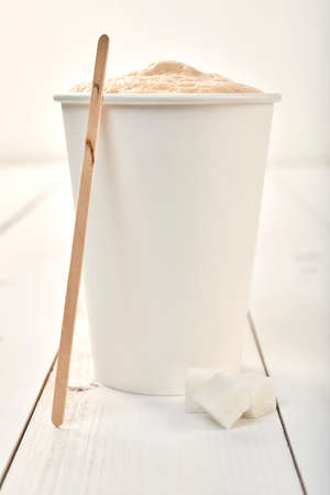 Coffee cup on a wooden table 版權商用圖片