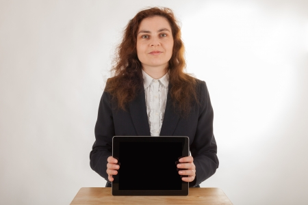 A young woman holds her tablet computer in the camera Standard-Bild