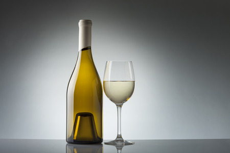 sauvignon blanc: Wine bottle and glass with copy space